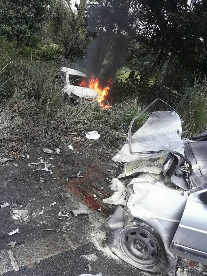 Carro em chamas do fisiculturista Rodrigo Varanda após acidente de carro em rodovia. Foto: Reprodução