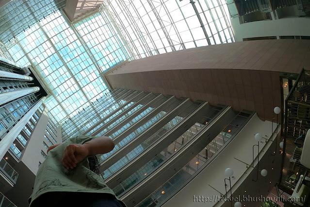 HILTON FRANKFURT CITY CENTRE Atrium