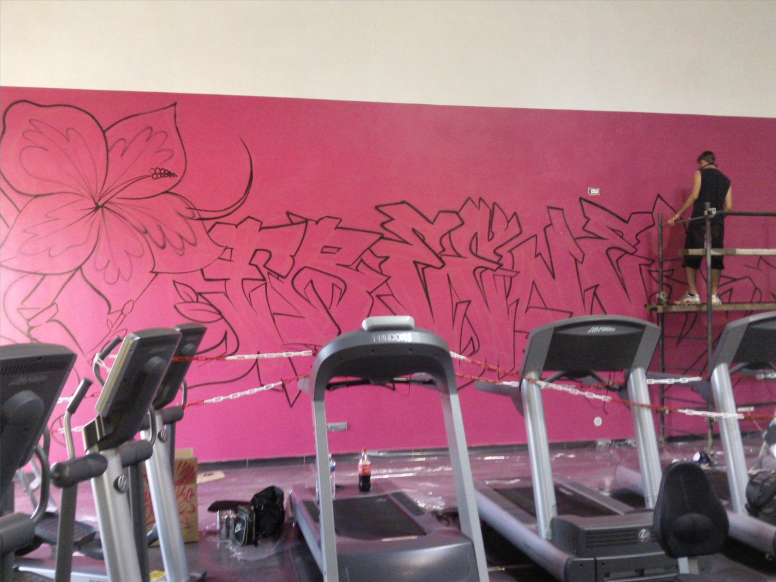 graffiti 39 s kedar d coration salle de sport freeness pertuis 4m50 x 15. Black Bedroom Furniture Sets. Home Design Ideas