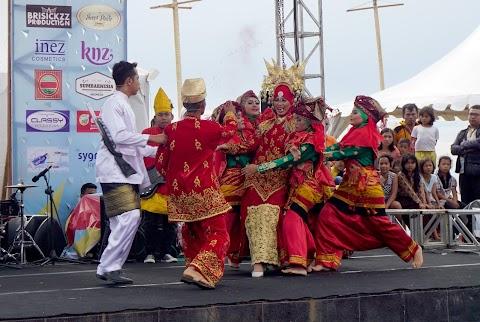 Fragmen Siti Nurbaya Memukau Dipembukaan Festival Siti Nurbaya 2016
