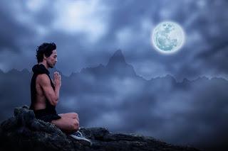 meditation 2717462 960 720 - AUGUSZTUS 26. TELIHOLD: Elengedni a régit, befogadni az újat!