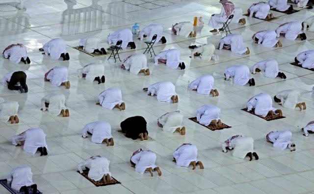 Shaf Shalat Tarawih Berjamaah di Masjidil Haram Renggang, Ini Kata Guru Besar Universitas Islam Madinah