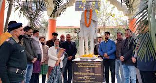 महात्मा गांधी को कुलपति ने अर्पित किया श्रद्धा सुमन | #NayaSaberaNetwork