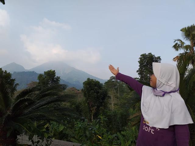 Tempat makan di trawas view pegunungan