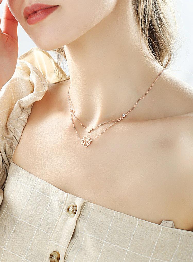 濃香檳金色鏤空幸運草雙層鈦鋼項鍊
