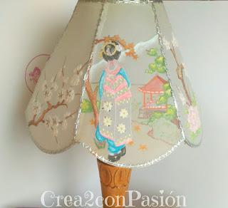 Lámpara-pergamano-repujado-pintado-con-pinturas-acuarelables-motivos-orientales-Crea2-con-Pasión-motivo-geisha