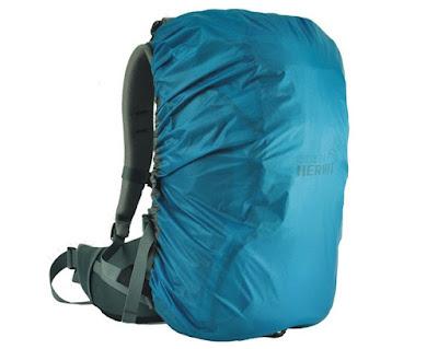 10 Perlengkapan Yang Harus Traveller Siapkan Saat Wisata Di Musim Hujan - Siapkan Cover Bag