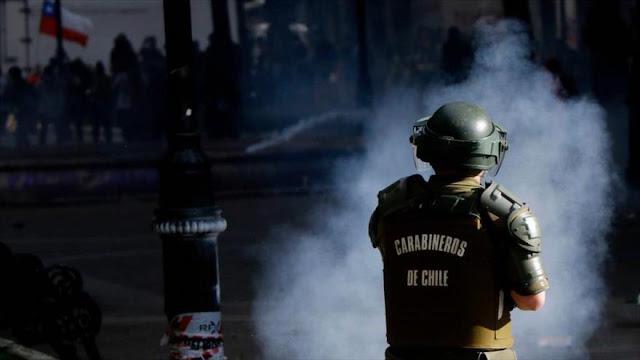 Policía chilena reprime a estudiantes y detiene a varias personas