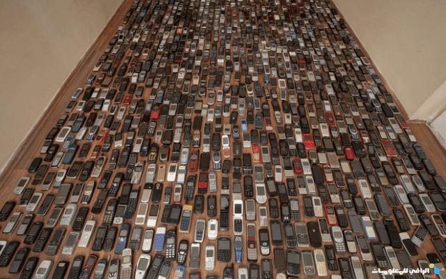 رجل تركي يُجمّع الهواتف المحمولة لمدّة 20 عام