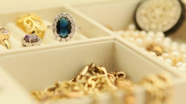 Penghasil kerajinan emas