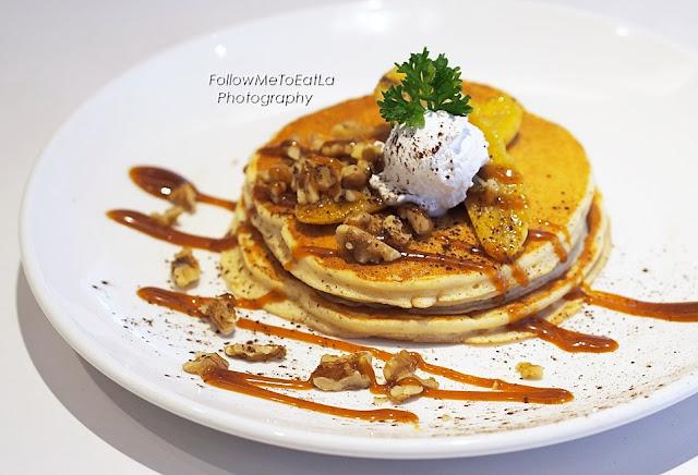 Caramel Banana Walnut Pancake RM 16.60 (2pcs) & RM 18.80 (3pcs)