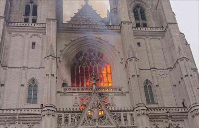 حريق ضخم يلتهم كاتدرائية نانت التاريخية غرب فرنسا