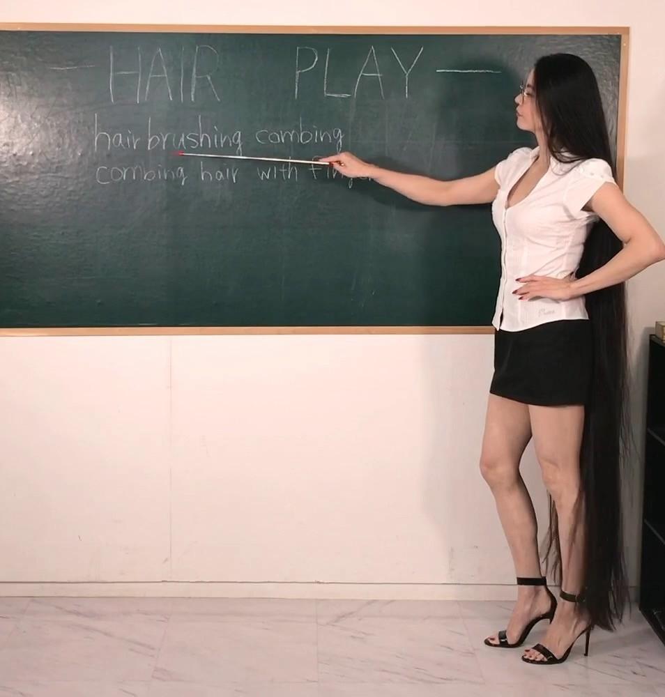 Meet Rin, The long hair teacher who looks like a Real life Rapunzel
