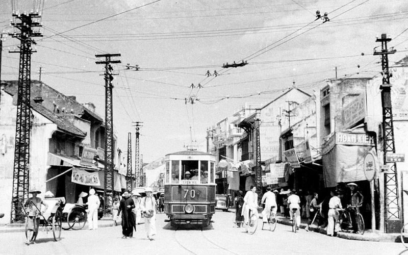 Xe điện ở phố Hàng Đẫy ngày xưa