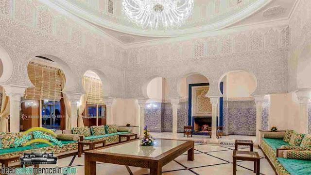 Salon marocain / des tables et des matelas... 2017