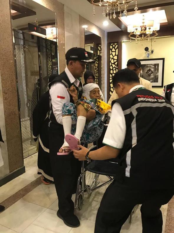 Catatan dari Madinah : KAKI POLISI VERSUS DOA KYAI