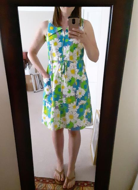 1970s house dress, vintage daisy dress, retro day dress, flower child dress