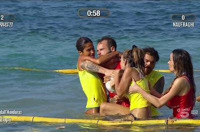 Francesca lodo Matteo Diamante sfida stringe il collo isola dei famosi 22 aprile