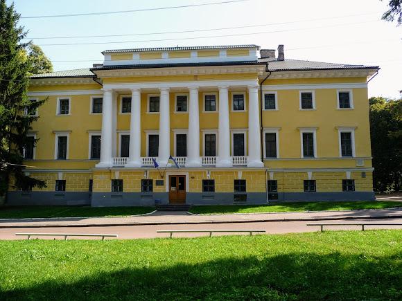 Чернігів. Дитинець. Колишній будинок губернатора. 1804 р. Історичний музей ім. Тарнавського