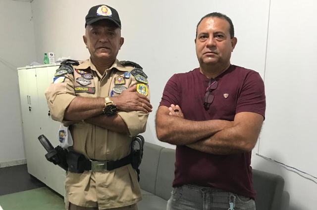 Tenente Gildemar e Subtenente Reginaldo completam 30 anos de serviços prestados na PMTO e assinam requerimento em Araguatins