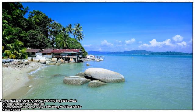 gambar pemandangan laut dan perkampungan nelayan di Pulau Pangkor