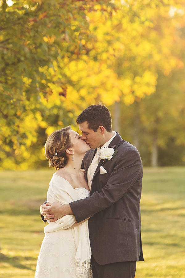 fall wedding, autumn colors, park, couple posing, natural, romantic