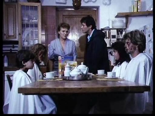 El espejo roto non aver paura della zia marta 1985 for Espejo que sale en una pelicula