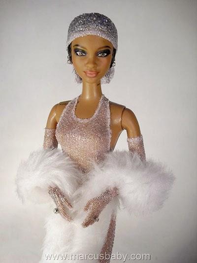 29e7e4a7e9c MENINA MOÇA   Rihanna vira boneca nas mãos de artista plástico