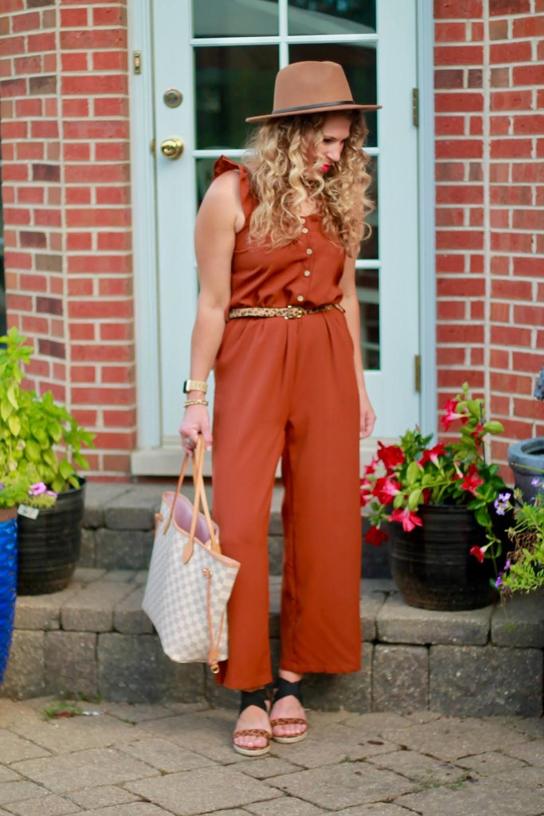 summer jumpsuit outfit, brown jumpsuit, leopard wedges, brown felt hat