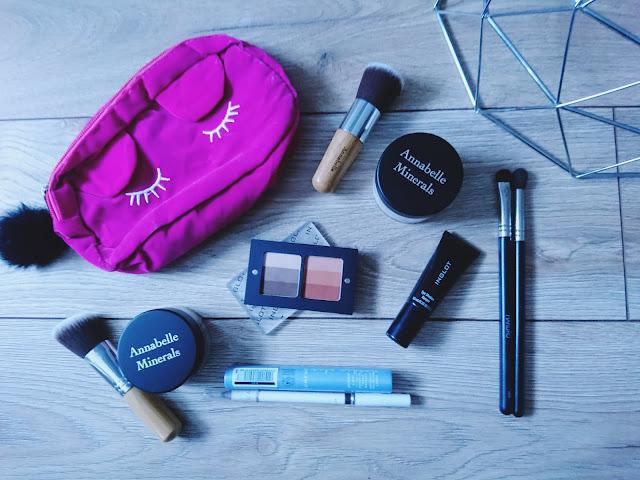 minimalizm w życiu, makijaż, produkty do makijażu