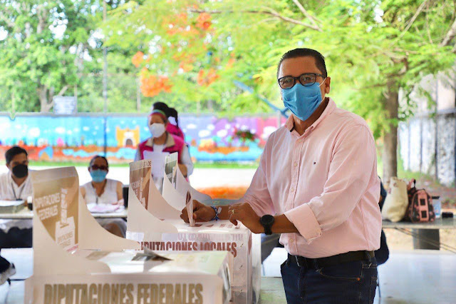 Víctor Hugo Lozano vota en Cholul y destaca la participación de los meridanos