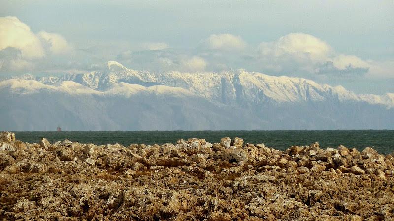 Blick von der Ostküste des Salento (Apulien) zu den Bergen Albaniens