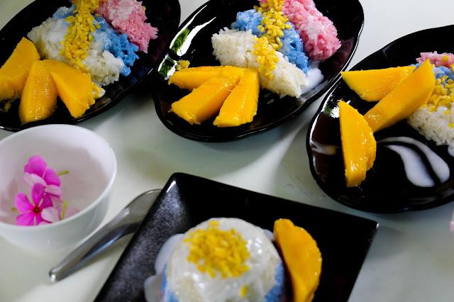 Making Mango with Sticky Rice