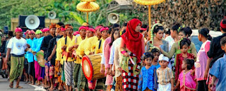 Upacara Merariq - Pakaian adat baju lambung suku sasak biasanya dipakai saat upacara adat seperti