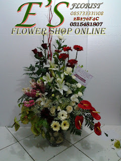 rangkaian bunga meja untuk ulang tahun