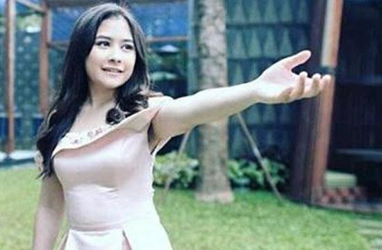 Foto: Penampakan Bulu Ketiak Artis Prilly Latuconsina Bikin Mata Melotot