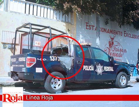 Atacan patrulla de la Policía Federal, destacada en Playa del Carmen. Le prendieron fuego cuando la unidad se encontraba estacionada