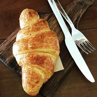 Công thức làm bánh sừng bò nhân trứng muối sự kết hợp ẩm thực Á Âu 3