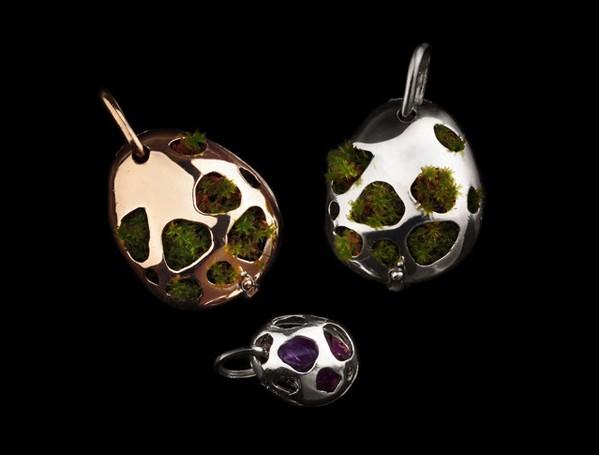 Jewelry Green - Uterus -  photo N Baglioni