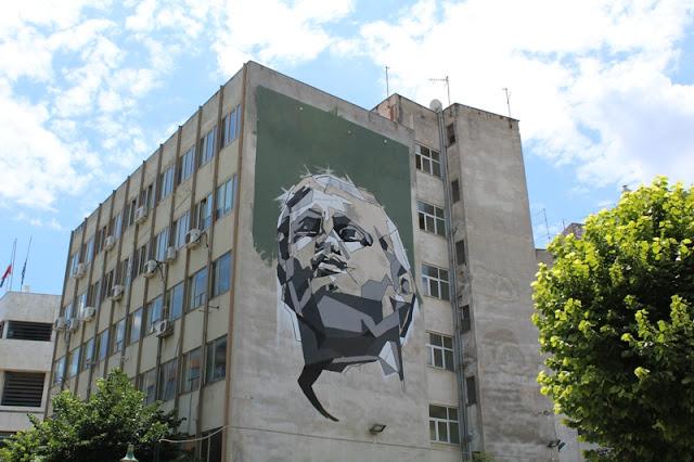 Εικαστική παρέμβαση σε τοίχο κτιρίου κοσμεί πλέον την Κεντρική Πλατεία της Λάρισας