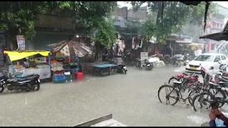 #JaunpurLive : लगातार बारिश से कई सड़क मार्ग बनी नदी