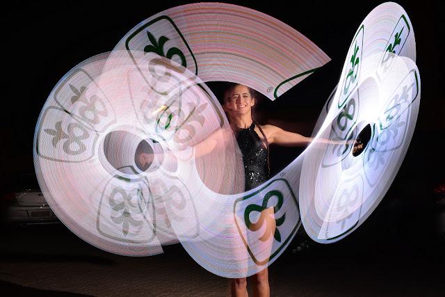 Performance Pixel Poi malabares com logomarca é uma das tendencias de entretenimento para eventos corporativos no 2021.