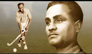 Major Dhyan Chand (29 August 1905 – 3 December 1979)- The Greatest Hockey Player- హకీ క్రీడా మాంత్రికుడు - మేజర్ ధ్యాన్చంద్   భారత దేశంలో క్రికెట్ గురించి తెలిసినంతగా మిగిలిన క్రీడలు, క్రీడాకారుల గురించి తెలియడం తక్కువ. క్రికెట్లో ఫలానా క్రికెటర్ ఇన్ని సెంచరీలు సాధించాడు, ఇన్ని ఇన్నింగ్స్లు ఆడాడడని ఠక్కున చెప్పేవాళ్లు ఎక్కువ అదే మన జాతీయ క్రీడ హాకీ గురించి, హాకీ క్రీడకు ప్రపంచ స్థాయి ఖ్యాతి గుర్తింపు తెచ్చిన వ్యక్తి ఎవరని ప్రశ్నిస్తే జవాబు చెప్పేవారు చాలా తక్కువ. అతడే ధ్యాన్చంద్. ఒలంపిక్స్ పోటీల్లో హాకీలో భారత దేశానికి స్వర్ణ పతకాన్ని సాధించడంలో క్రీడా మాంత్రికుడు ధ్యాన్చంద్ కీలక పాత్ర పోషించారు. కాగా ధ్యాన్చంద్ క్రీడా మైదానంలోకి అడుగు పెట్టగానే ఆటకు నూతన జవసత్వం వస్తుంది. బంతిని వేగంగా, నైపుణ్యంగా నడపడం అతని సొంతం.   ఒక పోటీలో ధ్యాన్చంద్ ఆట తీరును చూసి ఆశ్చర్యపడి ఇతని హాకీ కర్రలో అయస్కాంతం ఉందని జర్మన్లు అనుమానపడి కర్రను విరగ్గొట్టి చూసి పరీక్షించగా అందులో ఏమీ లేదు. కానీ ధ్యాన్చంద్ మరో కర్రతో యధావిధిగా తన ఆటతీరును కొనసాగించాడు. ఎప్పటిలాగే అడ్డు, ఆపూ లేకుండా' గోల్స్' చేశాడు. దీన్ని బట్టి ధ్యాన్ చంద్ ఎంతటి గొప్ప హాకీ ఆటగాడో ప్రపంచ ప్రజలకు అర్థమైంది! కాగా హాకీ ఆటలో పేరుగాంచిన ధ్యాన్చంద్ అలహాబాద్లో 1905 ఆగష్టు 29 న జన్మించాడు. హైస్కూల్ చదువుతో తన విద్యకు ముగింపు పలికారు. కుటుంబాన్ని పోషించడం కోసం సైన్యంలో బ్రాహ్మిన్ రెజిమెంటులో సిపాయిగా చేరారు. హాకీ ఆటపై అతనికి మోజు ఎప్పుడు కలిగిందో ఎవరికీ తెలియదు. ఎప్పుడు తీరిక దొరికినా హాకీ ఆడుతూ ఉండేవారు.   ఆ రోజుల్లో హాకీ ఆటకు శిక్షణ ఇచ్చే సదుపాయాలు ఏమీ ఉండేవి కావు. ధ్యాన్చంద్ స్వయం కృషితో హాకీ ఆట నేర్చుకున్నారు.ఈ నేపధ్యంలో ఇన్ఫాంట్రీ రెజిమెంటులో ఆడే ధ్యాన్ చంద్ను 1926 లో న్యూజిలాండ్కు వెళ్లే భారత జట్టుకు ఎంపిక చేశారు. హాలెండ్లో 1928 లో జరిగిన ఒలంపిక్స్ పోటీల్లో భారత దేశం హాకీలో మొదటి స్వర్ణ పతకం గెలుచుకుంది. గెలుపొందిన జట్టులో ధ్యాన్చంద్ సభ్యుడుగా ఉన్నారు. కాగా హాలెండ్, భారత దేశాల మధ్య ఆఖరి పోటీ జరిగే నాటికి ధ్యాన్చంద్ తీవ్రమైన జ్వరంతో బాధ పడుతున్నప్పటికీదేశ భక్తి కలిగిన సైనికుడు కావడంతో తన విధిలో అలసత్వం చూపకుండా సింహం లాగా ముందుకు దూకి హాకీ ఆటలో తన అద్భుత నైపుణ్యాన్ని ప్రదర్శించాడు. భారత దేశం 3 - 0 తో విజయం సాధించడానికి ధ్యాన్చం