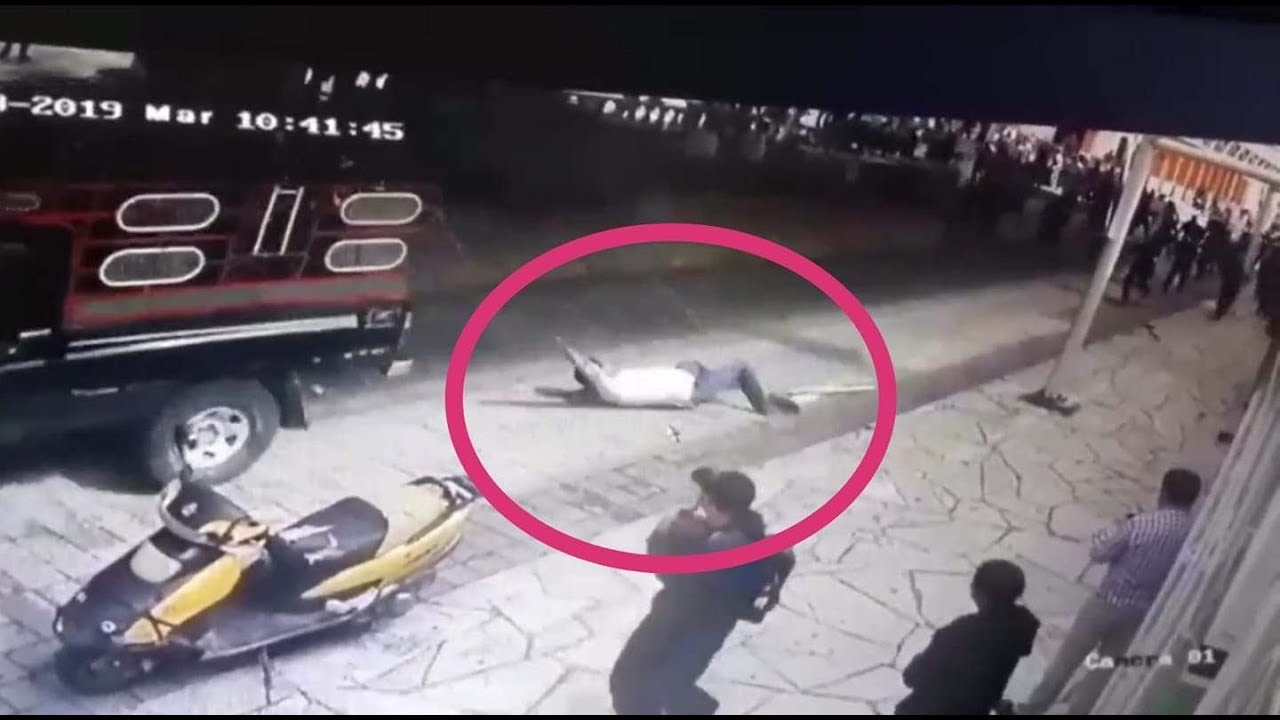 Βίντεο: Τιμώρησαν Δήμαρχο Στο Μεξικό Σέρνοντάς Τον Με Αυτοκίνητο - Επειδή Δεν Κράτησε Προεκλογική Υπόσχεση