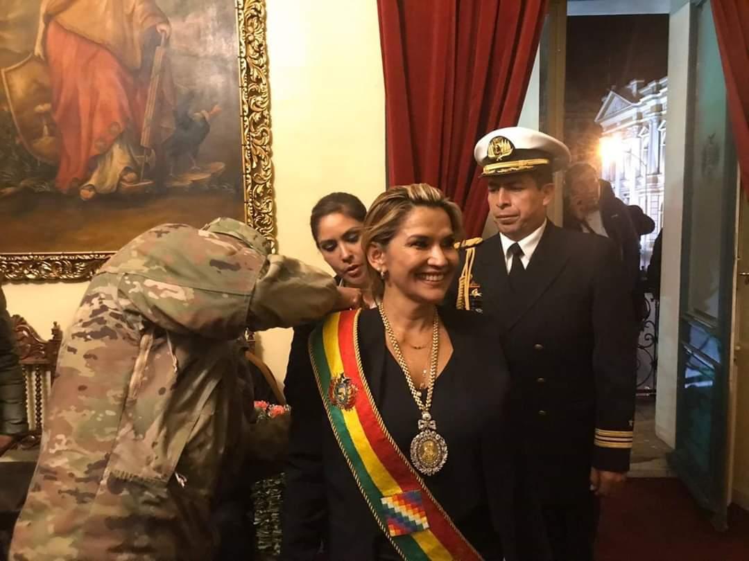 Añez reconocida por los Altos Mando Militar y Policial la noche del martes 12/ RRSS