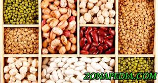 11. Kacang-kacangan  Lentil, kacang dan kacang polong pada umumnya disebut dengan kacang-kacangan, yang banyak dikenal karena kandungan protein yang tinggi.   Sementara itu serat dan vitamin yang ada dalam kacang-kacangan akan membantu untuk meningkatkan sistem pencernaan Anda. Pencernaan yang lebih baik dan detoksifikasi berarti kulit yang lebih sehat.