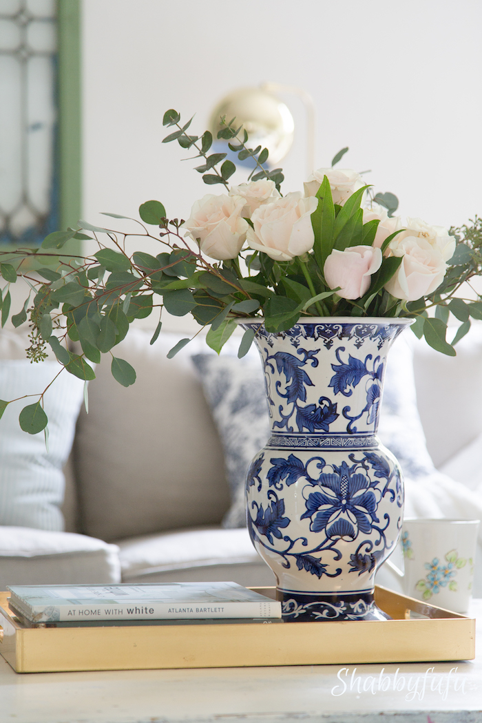 white roses in chinoiserie