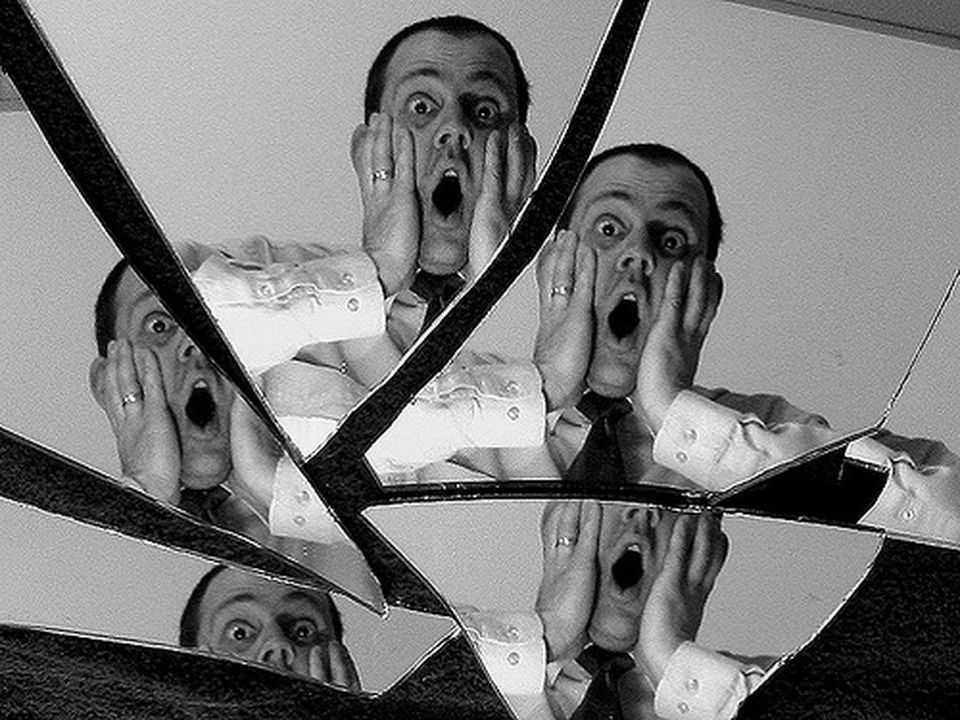 Quebrar Espelho dá Sete Anos de Azar - Verdade ou Mito?