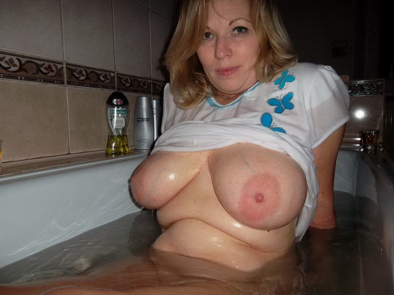 Mature ladies with big heavy saggy tits