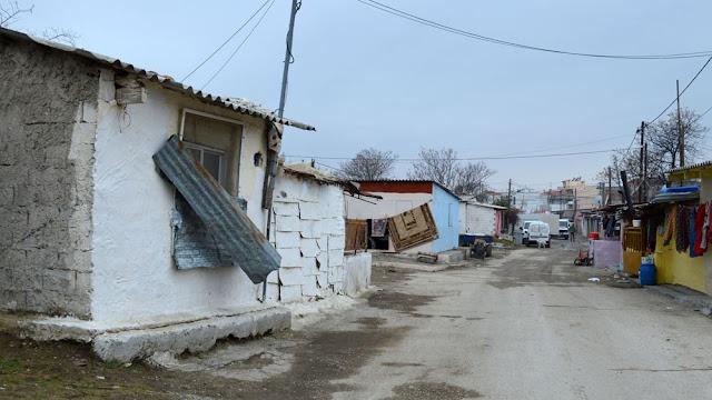 Σε καραντίνα οικισμός Ρομά στη Λάρισα λόγω κορωναϊού